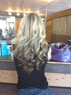 Hair Color Ombre Reverse Balayage 39 New Ideas Reverse Balayage, Reverse Ombre Hair, Reverse Curls, Hair Color And Cut, Ombre Hair Color, New Hair Colors, Cool Hair Color, Super Hair, Lol