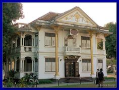 In the charming Phuket old town centre you can see some Sino-Portuguese architecture, that were a 19th-century tradition in Malaysia and Singapore.
