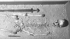 A Viking burial at Islandbridge, Dublin. The Vikings beneath the city. - A Viking burial at Islandbridge, Dublin. The Vikings beneath the city. Viking Life, Viking Warrior, Medieval Life, Viking Facts, Archaeology For Kids, Norwegian Vikings, Viking Sword, Old Norse, Historical Images