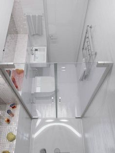Sparkling White Apartment with Hideaway Home Offices Small but perfectly formed, this tiny shower room is kitted out with a mini basin and wall mounted toilet. Tiny Bathrooms, Tiny House Bathroom, White Bathroom, Bathroom Interior, Amazing Bathrooms, Bathroom Small, Bathroom Storage, Master Bathroom, White Shower