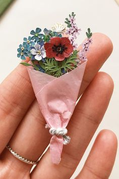 Carry a Bouquet on Your Finger Thanks to These Tiny Paper Flowers Cut Paper, Paper Cutting, Paper Art, Paper Crafts, Paper Flowers Diy, Flower Crafts, Sun Soaked, Brown Paper Packages, Castile Soap