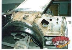 110.- La pieza que se va a reparar va justo debajo donde se supone sale la ventanilla trasera.  #Restauración #Mustang65 #InfernoGarage