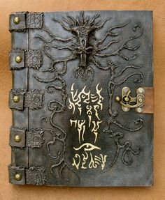 Dark Necronomicon by MrZarono on DeviantArt Demon Book, Medieval Books, Book Of The Dead, Cool Journals, Hp Lovecraft, Magic Book, Handmade Books, Book Binding, Cthulhu