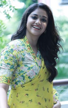 Keerthi Suresh Indian Bollywood Actress, Beautiful Bollywood Actress, Most Beautiful Indian Actress, Beautiful Actresses, Indian Actresses, Indian Actress Images, Thing 1, Stylish Girl Images, Cute Beauty