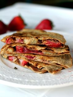 Peanut Butter, Strawberry, Banana Quesadillas - use whole wheat tortillas, healthy delicious idea for the kids (or you!) Delicious breakfast quesadilla stuffed with peanut butter, bananas and fresh strawberries. A great on the go breakfast. Healthy Bedtime Snacks, Healthy Snacks, Healthy Recipes, Delicious Recipes, Stay Healthy, Protein Snacks, Healthy Breakfasts, Healthy Kids, Breakfast Quesadilla