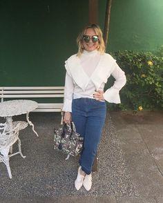 Branco para sexta-feira! 🙌🏻🙌🏻🙌🏻 @vanguardastore #estiloandreafialho #andreafialho
