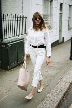 Black belt + white pants: the practical duo and nothing obvious – B … - Kurze Frisuren Workwear Fashion, Office Fashion, Ootd Fashion, Fashion Week, Womens Fashion, Fashion Ideas, White Jeans Outfit, White Pants, Winter Office Wear