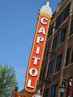 Capitol Theatre, Aberdeen, SD by Robby Virus, via Flickr