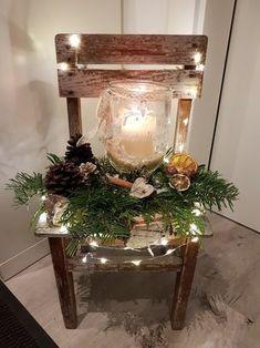Rustic chair Christmas Decoration Source by corneliaradecke Christmas Porch, Noel Christmas, Country Christmas, Outdoor Christmas, All Things Christmas, Winter Christmas, Christmas Ornaments, Natural Christmas, Xmas Elf