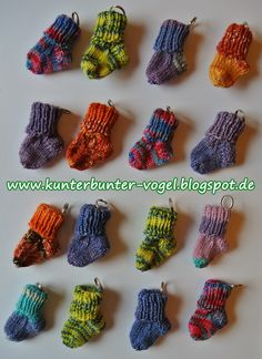 Motley bird: Instructions – Keychain socks – The World Knitting Blogs, Knitting Socks, Baby Knitting, Crochet Baby, Knitting Patterns, Knit Socks, Baby Boy Booties, Baby Clothes Patterns, Wool Yarn