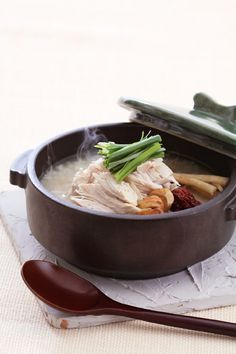 Samgyetang 삼계탕 via My Korean Kitchen.Samgyetang is a whole chicken stuffed with rice, ginseng and various ingredients like jujube, garlic and ginkgo nut. Samgyetang is said to invigorate the appetite of people who have grown tired from the summer heat. Korean Dishes, Korean Food, K Food, Love Food, Korean Kitchen, Food Plating, Nutrition, Asian Recipes, Food Inspiration
