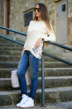 outfit casual jeans e maglione - nike air force one