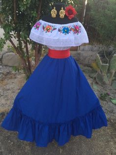 women's dress for fiesta - Bing images Mexican Costume, Mexican Outfit, Mexican Dresses, Mexican Clothing, Women's Clothing, Fiesta Outfit, Fiesta Dress, Traditional Mexican Dress, Traditional Dresses
