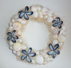 Seashell Projects, Seashell Crafts, Seashell Wreath, Shell Art, How To Make Wreaths, Ornament Wreath, Sea Shells, Art Decor, Diy And Crafts