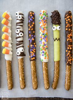 The 11 Best Halloween Pretzel Recipes Chocolate Covered Halloween Pretzels The post The 11 Best Halloween Pretzel Recipes appeared first on Halloween Desserts. Halloween Desserts, Buffet Halloween, Postres Halloween, Hallowen Food, Halloween Party Snacks, Fete Halloween, Halloween Goodies, Halloween Birthday, Halloween Cupcakes