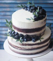 Winter wedding in chocolate / cherry.- Winter wedding in chocolate / cherry. Chocolate Cherry, Chocolate Cake, Chocolate Color, White Chocolate, Food Cakes, Cupcake Cakes, Cake Fondant, Nake Cake, Let Them Eat Cake