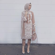 When mummy adjusts her clothes for you Pakistani Casual Wear, Pakistani Dress Design, Pakistani Outfits, Indian Outfits, Muslim Fashion, Asian Fashion, Modest Fashion, Hijab Fashion, Fashion Outfits