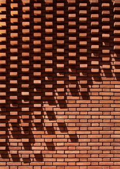 A close up detail of the patterned brick facade Brick Design, Facade Design, Brick Architecture, Architecture Details, Eco Construction, Brick Cladding, Brick Detail, Brick Masonry, Brick Art