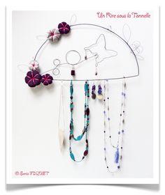 Wire jewelery holder by Un Rire sous la Tonnelle © Sonia FIQUET