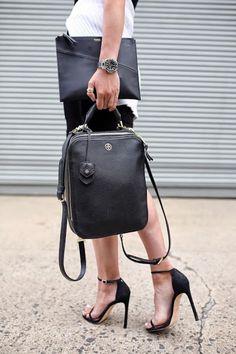 ΤΣΑΝΤΕΣ: Backpack! Δείτε Πως Να Το Κρατήσετε