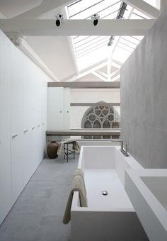 An apartment in Paris by :christophe delcourt associés