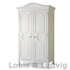 hvidt klædeskab i den skønneste fransk landstil med de flotteste udskærringer hos Louis & Ludvig