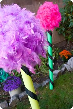 Dr Seuss - LORAX - How to make truffula trees for your house or garden. Lorax Trees, Truffula Trees, Grinch Party, Whoville Christmas, Xmas, Office Christmas, Dr Seuss Birthday, The Lorax, Kids Church