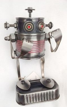 Robot sculpture handmade with recycled materials: cans and cutlery on recycled wood. Made by Carolata Recycled Art Aluminum Can Crafts, Tin Can Crafts, Silverware Art, Cutlery, Tin Can Robots, Recycled Art Projects, Recycled Materials, Recycled Robot, Tin Can Art