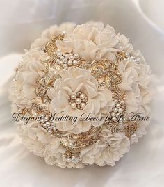 Vintage glam gold bridal brooch bouquet with gold handle gold Pearl Bouquet, Gold Bouquet, Wedding Brooch Bouquets, Flower Bouquet Wedding, Vintage Glam, Vintage Hollywood, Vintage Bridal, Vintage Style, Gatsby Style