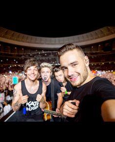 4/4 selfie>>>>>>> it's not a 4/4 selfie it's a 4/5 selfie bc Zayn is always there no matter what