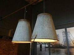 Lampen gemaakt van zinken emmers. Hoe simpel! (En kost een godsvermogen bij deze winkel maar kan je dus gewoon zelf