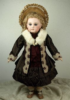 Rare Antique Original French BEBE Doll Real Ermine Fur Stole c.1880's Old Dolls, Antique Dolls, Vintage Dolls, Victorian Toys, Porcelain Dolls Value, Doll Costume, Rare Antique, Fur Stole, Beautiful Dolls