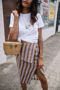 Pin by sari nilsson on inspo in 2019 юбка, одежда, полоски Casual Chic, Boho Outfits, Fashion Outfits, Summer Outfits, Estilo Navy, Street Outfit, Classic Outfits, White Tees, Summer Looks