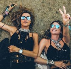 Mirrored glasses are a Coachella YESSS Hippie Look, Hippie Chic, Boho Chic, Look Boho, Hippie Style, My Style, Boho Style, Coachella Festival, Festival Outfits
