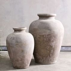 Small: x Large: x With a raw, natural finish Nkuku's Affiti Tapered Pots has been beautifully hand crafted from clay. Essex Road, Abigail Ahern, Restaurant Interior Design, Large Plants, Clay Pots, Pottery, Traditional, Texture, Vintage
