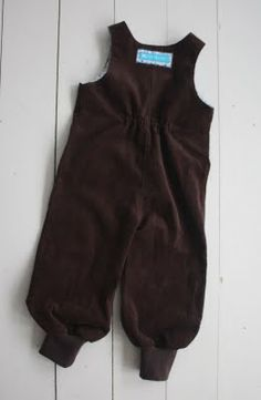 f509b5d4 SKREKK & GRU: planktonplagg Gynther's classic overalls with modifications:  Elastics in the back and