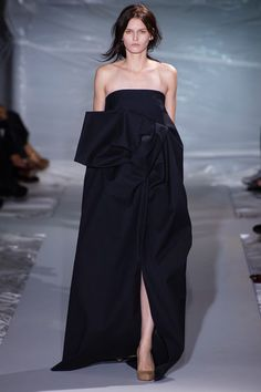 WHAT THE HELL KIND OF DRAPING IS THIS??? IS EVERYBODY DRINKING (OR WORSE) WHILE DESIGNING??  HOW CAN ANYONE THROW THIS BLACK GABARDINE BOMB EXPLOSION ON A MODEL, AND SAY FINE, FINISH IT??  MARTIN MARGIELA SS13