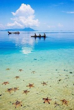 Beach life Semporna, Sabah in Borneo, Indonesia Ocean Blue Semporna, Places To Travel, Places To See, Places Around The World, Around The Worlds, Penang, Magic Places, Beautiful Beaches, Beautiful Scenery