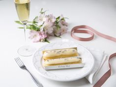 Éclair de Champagne! Para brindar o ano que se finda!<br /><br /><br />__________<br /><br />#eclairmoi #eclair #saopaulo #sp #paris #patisserie #jardins #foodphotography #delish #foods #delicious #tasty #eat #eating #pancakes #hungry #foodpics #sweettooth #foodgasm #cupcakes