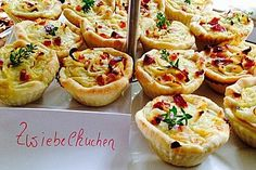 Zwiebelkuchen in der Muffinform, ein tolles Rezept aus der Kategorie Tarte/Quiche. Bewertungen: 13. Durchschnitt: Ø 4,4.