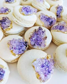 These geode macaroons are *everything.* 😍 Leave a 💜 if you agree. Macarons, Cute Desserts, Wedding Desserts, Pretty Cakes, Beautiful Cakes, Real Baking, Geode Cake, Macaroon Recipes, Sugar Craft