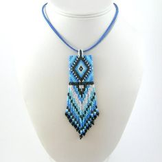 Turquoise Necklace, Beaded Necklace, Beaded Jewelry Patterns, Loom Beading, Necklace Designs, Pixel Art, Backdrops, Arts And Crafts, Pendants