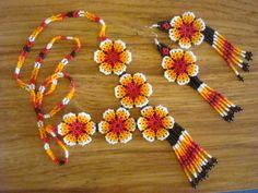 Wicholi is mine Seed Bead Jewelry, Bead Jewellery, Bead Earrings, Beaded Jewelry, Baubles And Beads, Beaded Ornaments, Beading Tutorials, Beading Patterns, Native American Beading