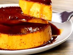 Learn how to make flan so you can enjoy this dessert on any occasion. We have the classic impossible flan with chocolate, Neapolitan flan and many more. Mexican Food Recipes, Sweet Recipes, Cake Recipes, Gelatin Recipes, Delicious Desserts, Yummy Food, Tasty, Impressive Desserts, Food Cakes