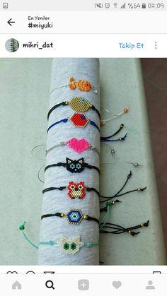 Beaded Bracelet Patterns, Bead Loom Patterns, Beading Patterns, Seed Bead Art, Seed Bead Jewelry, Hamma Beads Ideas, Bead Crochet Rope, Beaded Animals, Fabric Jewelry