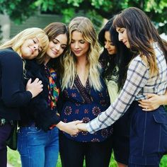 Find images and videos about eyes, pretty little liars and pll on We Heart It - the app to get lost in what you love. Gilmore Girls, Prety Little Liars, Spencer Hastings, Ashley Benson, Best Friend Goals, Film Serie, Favorite Tv Shows, Actors & Actresses, Celebs