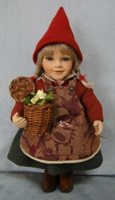 År 2011: Birgitte Frigast Nisse, Katrine, 28 cm // http://www.nisse-shop.dk/epages/78608_1025911.sf/da_DK/?ObjectPath=/Shops/78608_1025911/Products/33-136