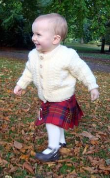 Feet & Mitts by Scotweb Scottish Tartans, Scottish Highlands, Celtic Pride, Scottish Culture, Blanket Shawl, Scottish Fashion, Tartan Kilt, Country Fashion, Irish Men