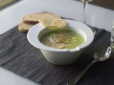 DIY-Anleitung: Brokkoli-Zucchini-Suppe mit Kartoffel-Käse-Chips zubereiten via DaWanda.com