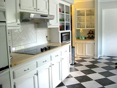 These black and white checkered tiles have slight marbleing in them which softens the effect